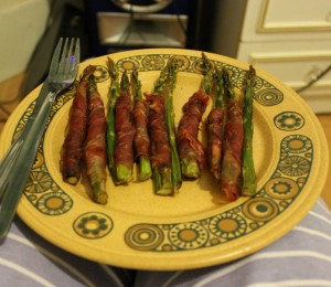 asparagus wrapped in prosciutto ham
